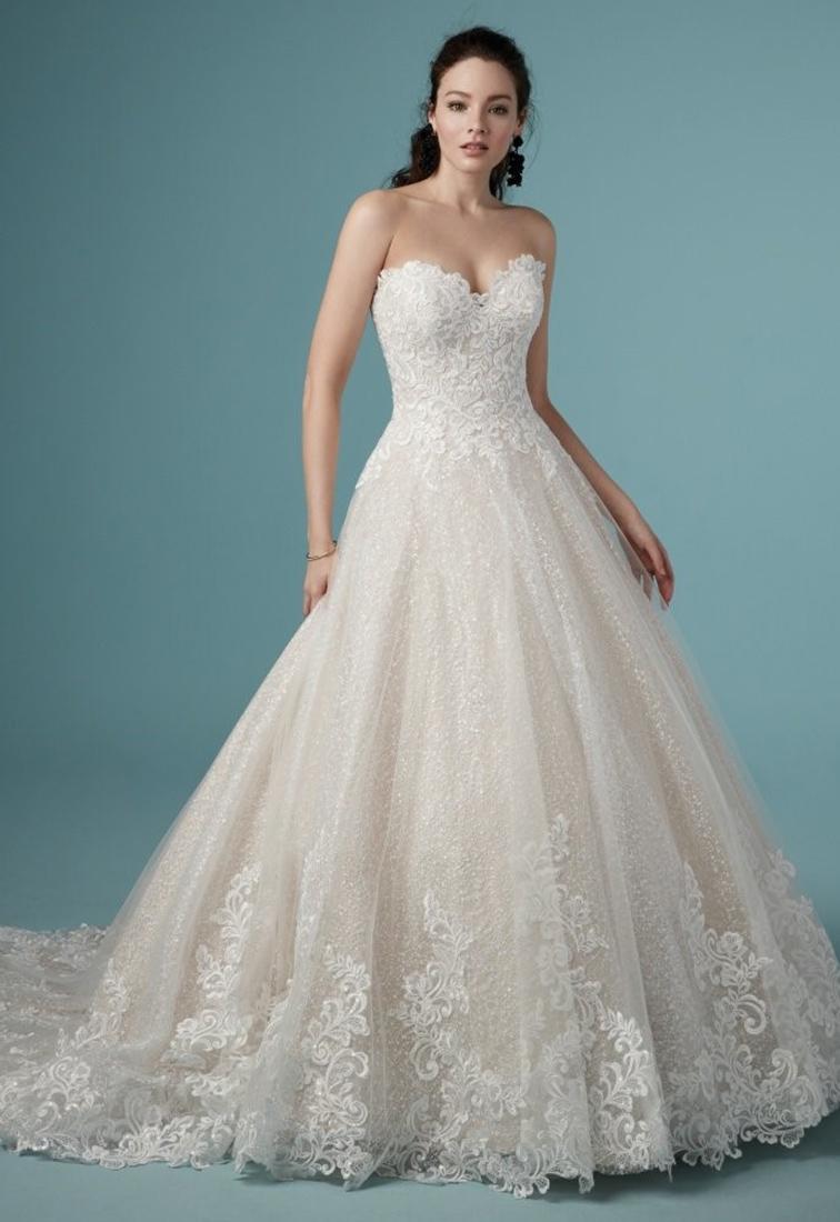 Brautkleid mit Glitzerpailletten