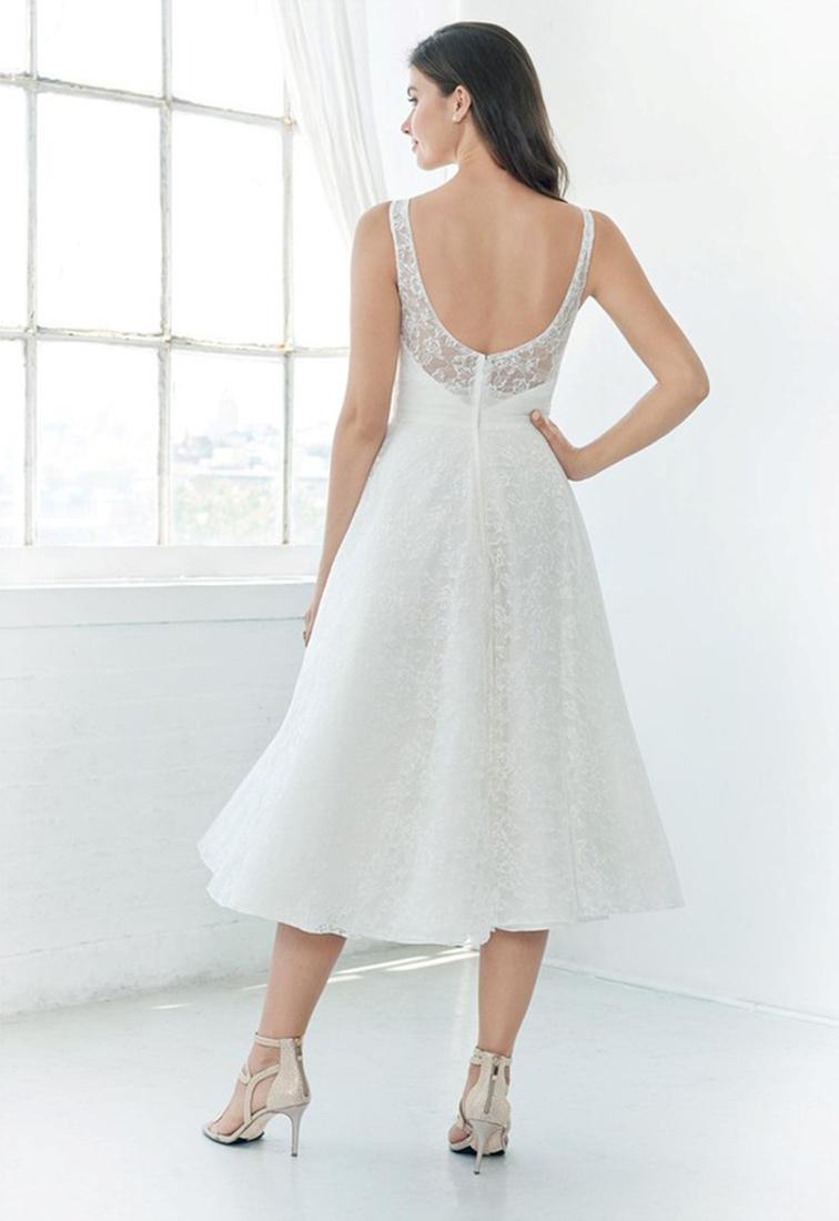 Kurzes Brautkleid mit Spitze Rueckansicht